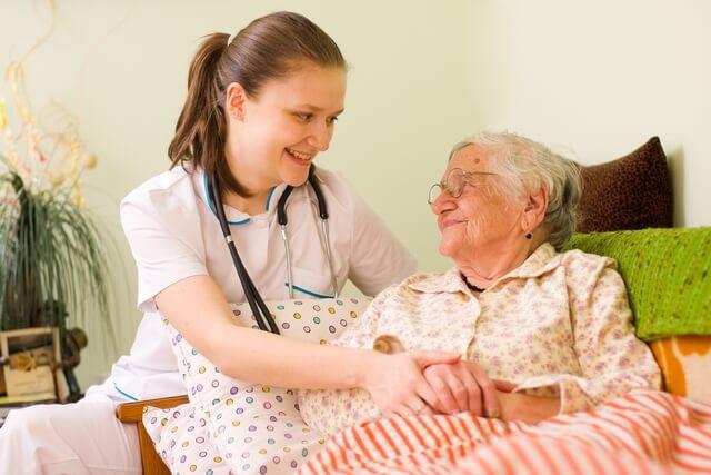 the-benefits-of-a-home-caregiver
